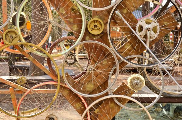 Anitra-Bicycle-rim-art